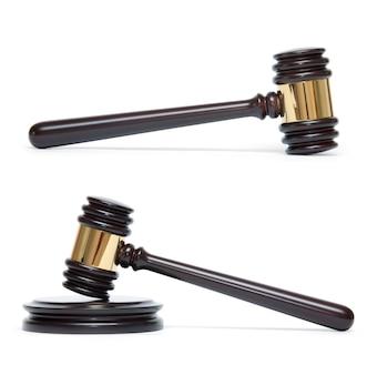 白い背景で隔離の木製裁判官ガベルとサウンドボード