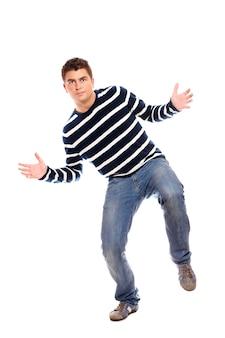 白い背景の上で踊る若い男