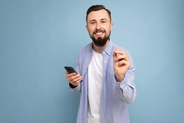 Молодой человек с бородой