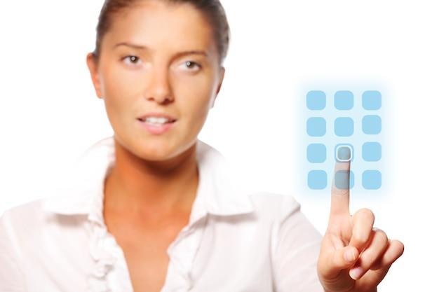 Молодая красивая деловая женщина трогает современную панель на белом фоне