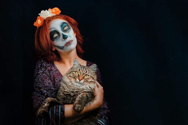 Молодая женщина в день мертвых маска черепа фейс арт