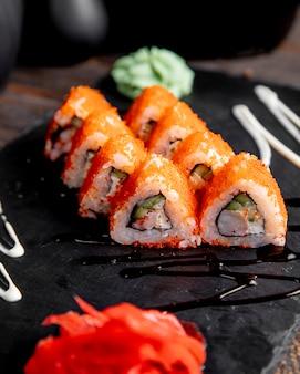 生ãとわさびを添えたタビコキャビア添え巻き寿司