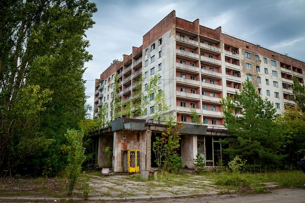 チェルノブイリ原子力発電所のプリピャチゴーストタウンの廃墟となった建物