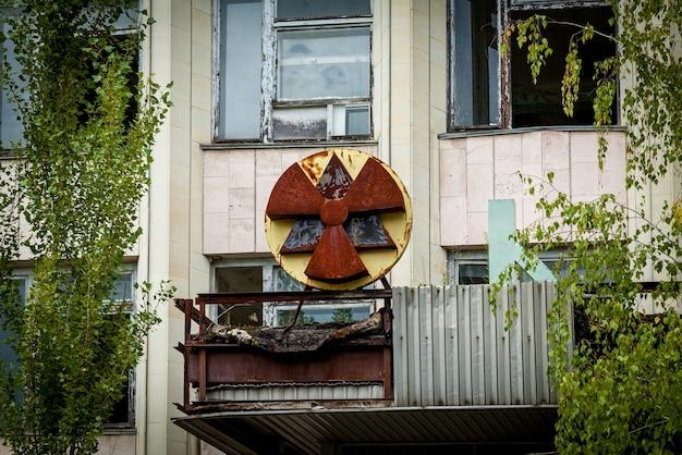 チェルノブイリ原子力発電所のプリピャチゴーストタウンの廃墟が影響を受けた