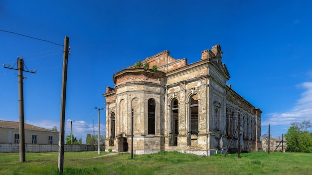 Заброшенный собор успения пресвятой богородицы в селе лиманское, одесская область, украина