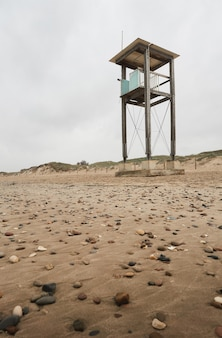 ビーチにある放棄された沿岸警備隊の小屋
