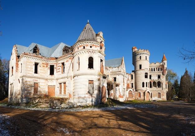 버려진 파괴 중세 러시아 매너 하우스