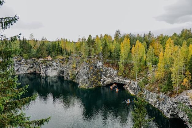 Заброшенный мраморный каньон в горном парке рускеала карелия россия