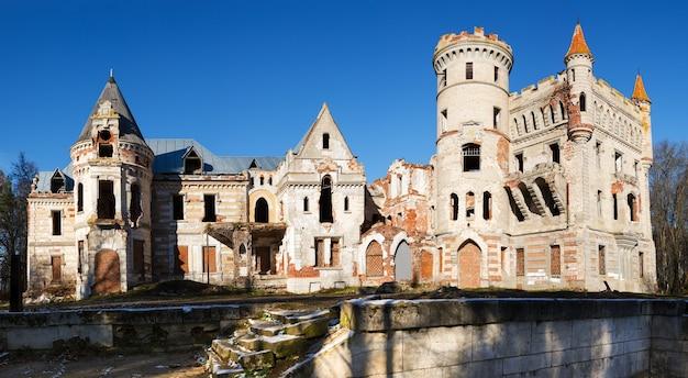 버려진 중세 러시아 매너 하우스
