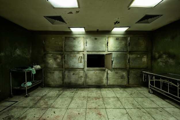 정신 병원의 버려진 영안실