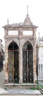 Abandoned niche