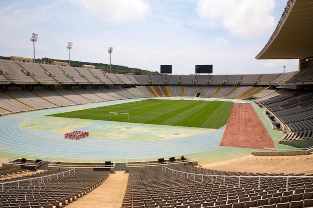 スペイン、バルセロナの放棄されたオリンピックスタジアム