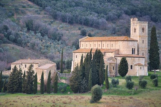 Аббатство сант-антимо в тоскане, италия