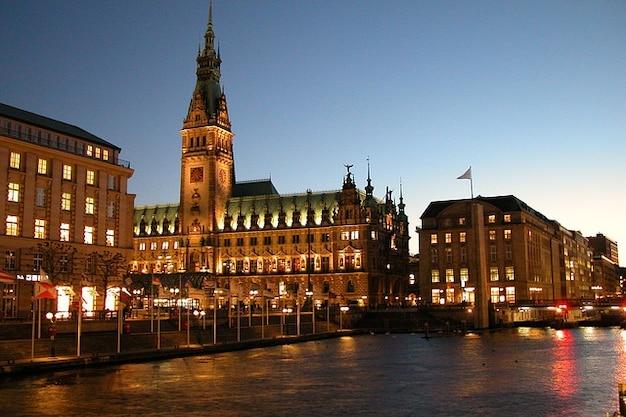 Воды abendstimmung небо зале города гамбурга