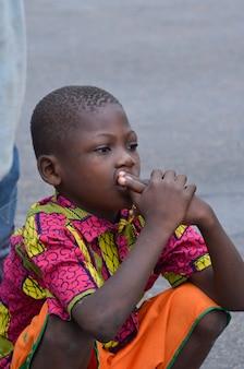 아비장 - 아이보리 코스트 - 2015년 12월 1일: 8세 아이보리앙 아이, 귀여운 아프리카 아이의 초상화