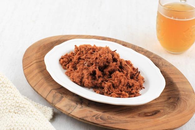 アボンはインドネシアの伝統的な食べ物で、細かく刻まれた加工肉製品として知られています。マイルドで滑らかな食感、フロス、さまざまなスパイスが含まれています。