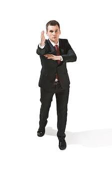 Портрет бизнесмена с очень серьезным лицом.
