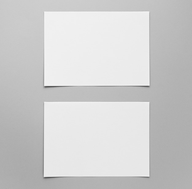 Расположение пустых бумажных листов сверху