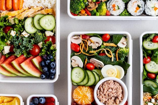 上から見た魚、野菜、果物