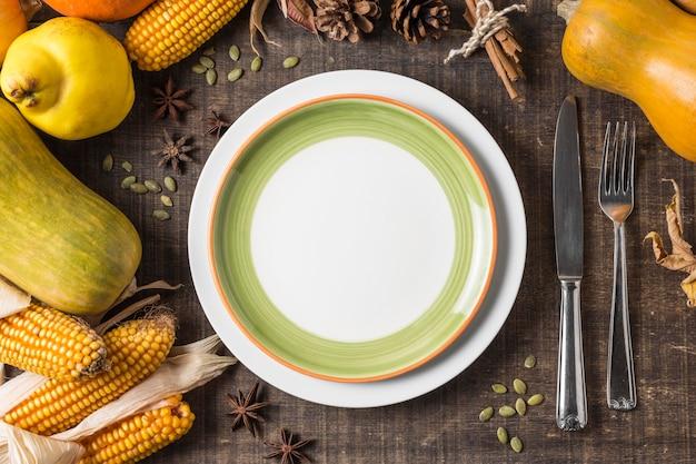 Расположение урожая сверху с тарелкой