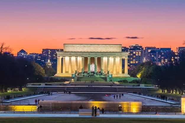 夕暮れ時のアメリカ合衆国ワシントンdcのアブラハムリンカーン記念館