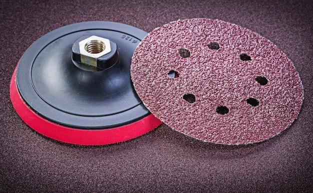 Держатель абразивных дисков на листе наждачной бумаги