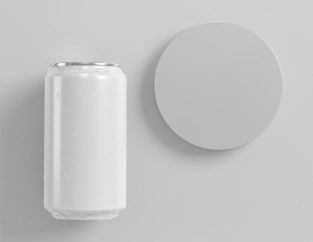 サークルで飲み物のプレゼンテーションのための抽象的なアルミ缶