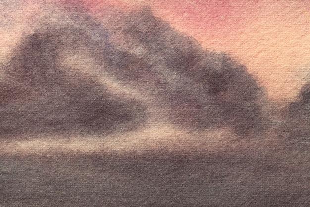 抽象芸術の背景ダークブラウンとピンクの色。柔らかい灰色のグラデーションでキャンバスに水彩画。珊瑚模様の紙の上のアートワークの断片。テクスチャの背景。