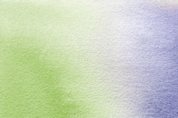 抽象芸術の背景の明るい緑と紫の色。キャンバスに水彩画。