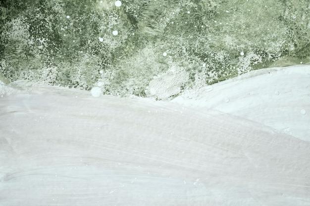 Абстрактное искусство фон светло-зеленого и белого цветов. акварельная живопись на холсте с мягким оливковым градиентом