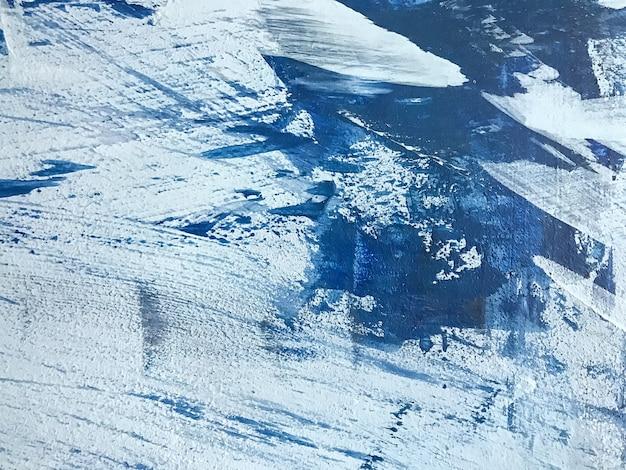 추상 미술 배경 네이비 블루와 화이트 색상입니다. 하늘 그라데이션 캔버스에 수채화 그림입니다. 브러시 스트로크 패턴으로 아크릴 질감 배경입니다.