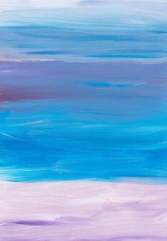 Абстрактный художественный фон, мазки кистью синий, фиолетовый, бежевый, белый на бумаге