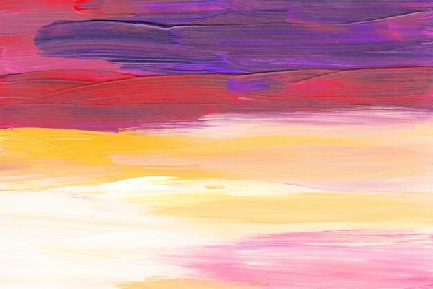 Абстрактный художественный фон, красные, желтые, фиолетовые и белые мазки кистью на бумаге