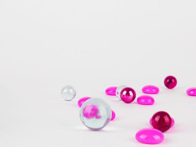 抽象的な背景、透明なピンクのボール