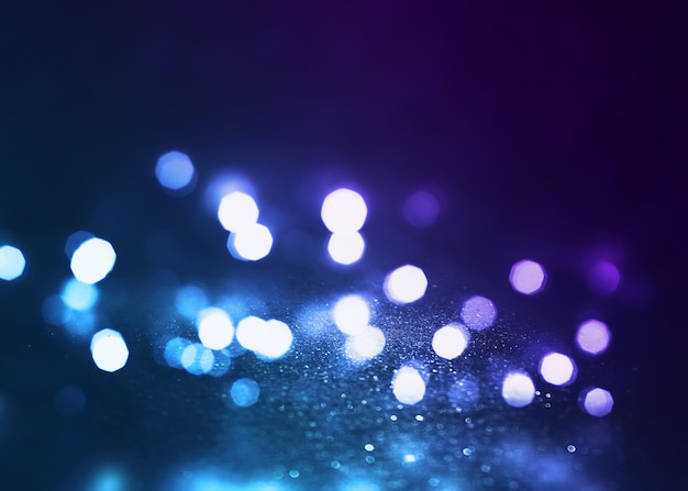 Абстрактный фон темная пустая сцена, разноцветные лучи неонового прожектора