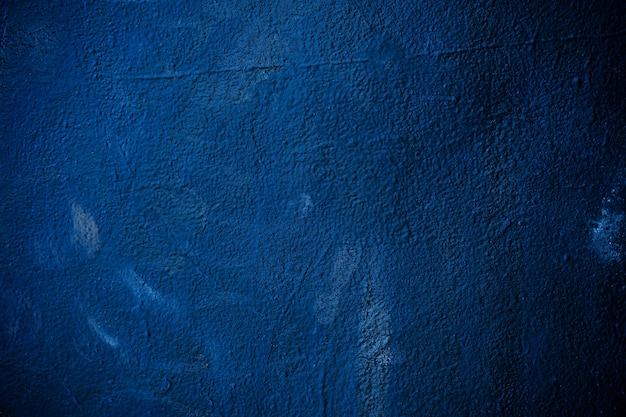 コンクリートテクスチャ壁に描かれた濃い青の色から抽象的な背景。レトロとヴィンテージの背景。