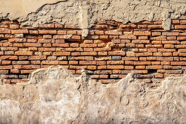 レトロなレンガで壁に古いコンクリートテクスチャから抽象的な背景。ビンテージ背景。