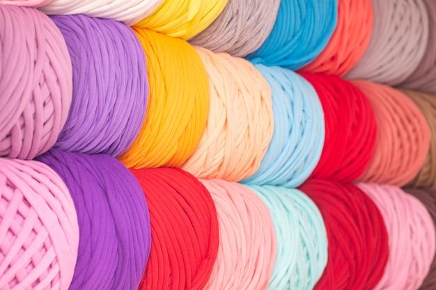 抽象的な背景、編み糸のテクスチャ。バッグ、ラグ、バスケットを編むための糸。