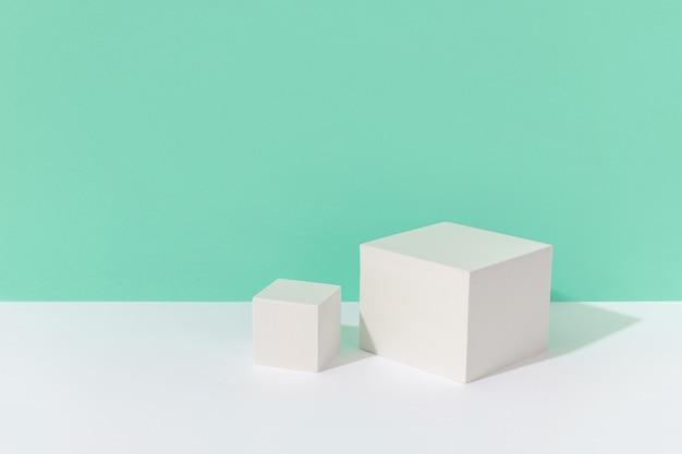 Абстрактный фон макет с подиумом для отображения продукта на бирюзовом фоне