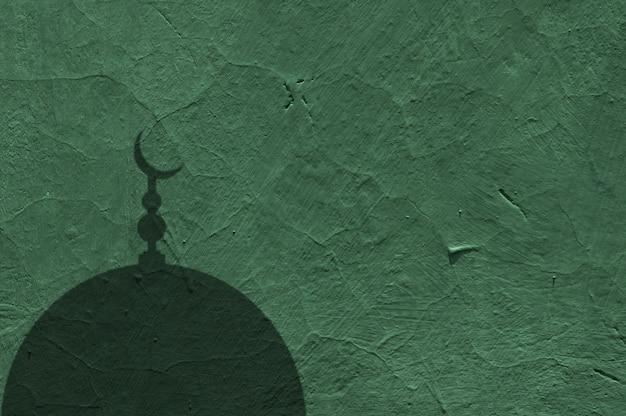 부드러운 녹색 콘크리트 벽과 모스크 돔의 그림자의 추상 배경