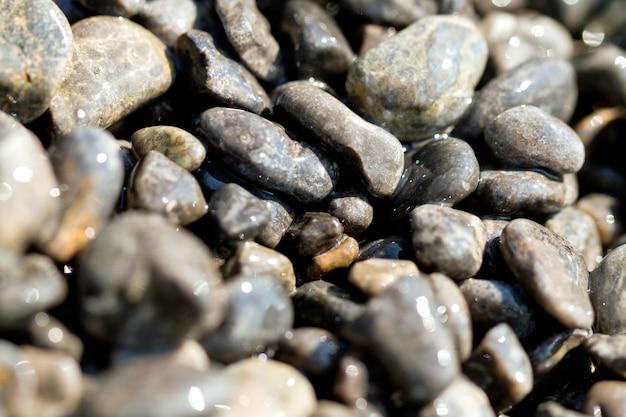 海沿いの抽象的な背景の小石石