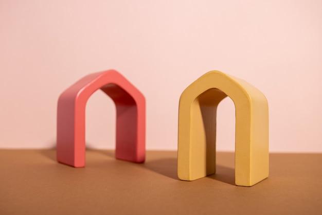 幾何学的な形をした抽象的な背景のトレンディな構成は、製品の展示表彰台のアーチを形成します...