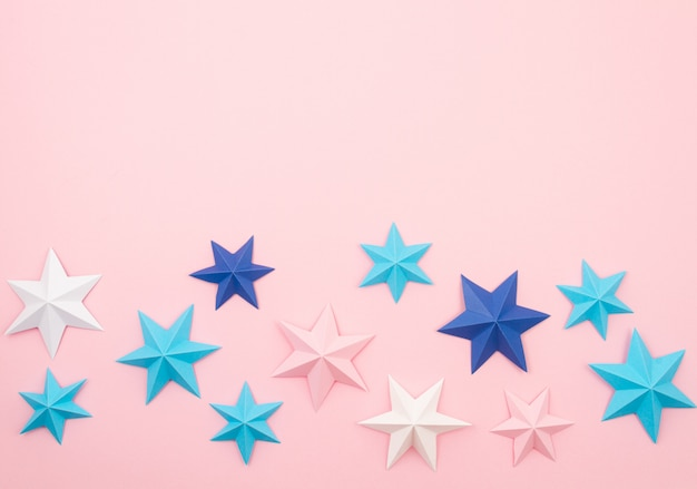 Абстрактный фон с красочной бумаги оригами звезд. праздник, праздник, день рождения, поздравительная открытка, приглашение, сделай сам концепция