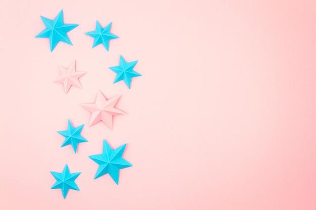 Абстрактный фон с красочной бумаги оригами звезд. праздник, праздник, день рождения, поздравительная открытка, приглашение, сделай сам концепция Premium Фотографии