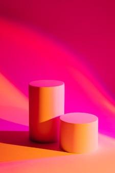 製品のプレゼンテーションのためのネオン光の表彰台と抽象的な背景。製品を表示するスタイリッシュな幾何学的形状。