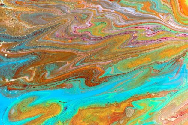 Абстрактный синий и красный мраморный узор с золотым блеском жидкой яркой краской фона