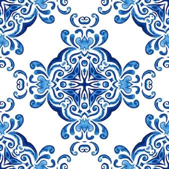 Абстрактные синие и белые рисованной дамасской плитки бесшовные декоративные ретро акварель краской узор.