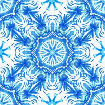 抽象的な青と白の手描きのダマスクタイルシームレスな装飾用レトロ水彩ペイントパターン。