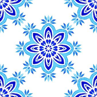 추상 파란색과 흰색 손으로 그려진된 원활한 장식 수채화 페인트 패턴