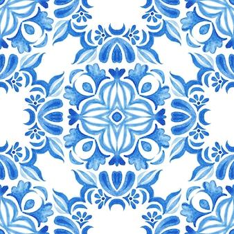 Абстрактные синие и белые рисованной текстурированной плитки бесшовные декоративные акварель. стиль дизайна плитки azulejo